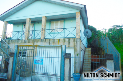 Casa de alvenaria de dois pisos - Bom Retiro do Sul